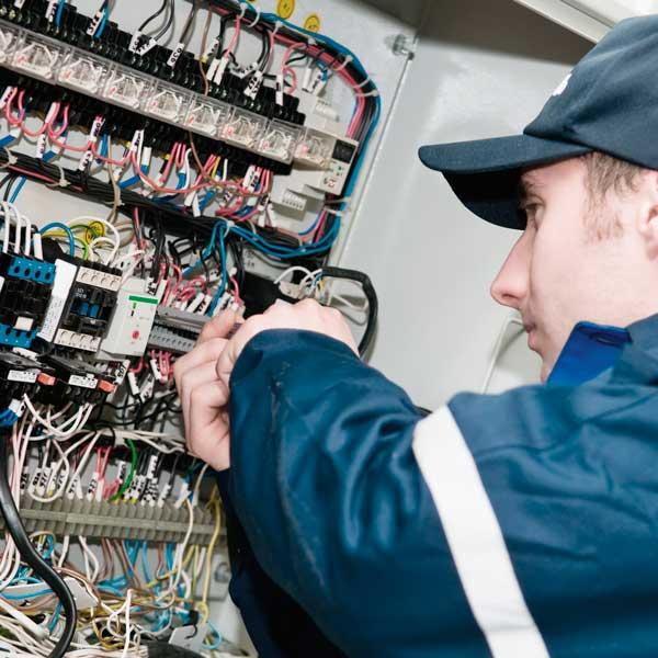 Installatør og elektriker